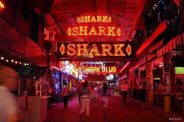 说到泰国,很多人应该会想到人妖、榴莲或者是夜生活,而芭提雅红灯区作爲亚洲最大的红灯区之一,在夜生活上当然更加放纵和堕落了。